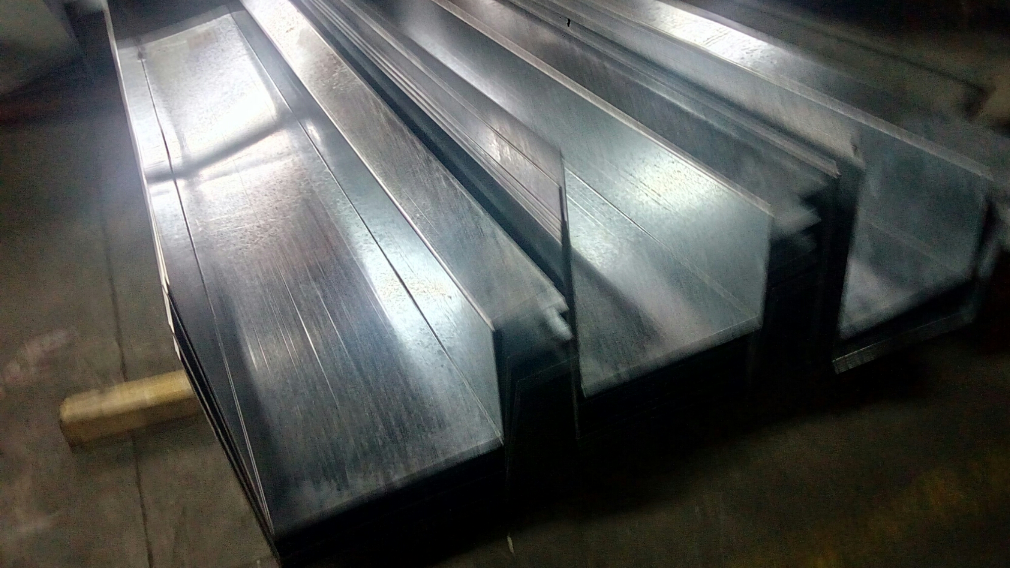 Uae Dubai Ajman Gi Galvanized Steel Z Purlins C Channels
